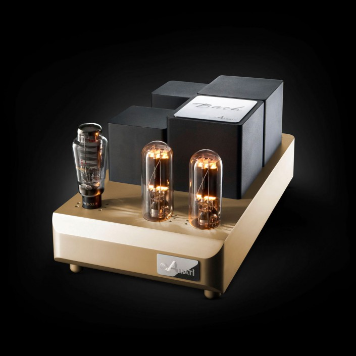 Amati Audio Amplifier Bach Front is a composing by Schalterhalle post production and Tobias Winkler - Retouching Munich.