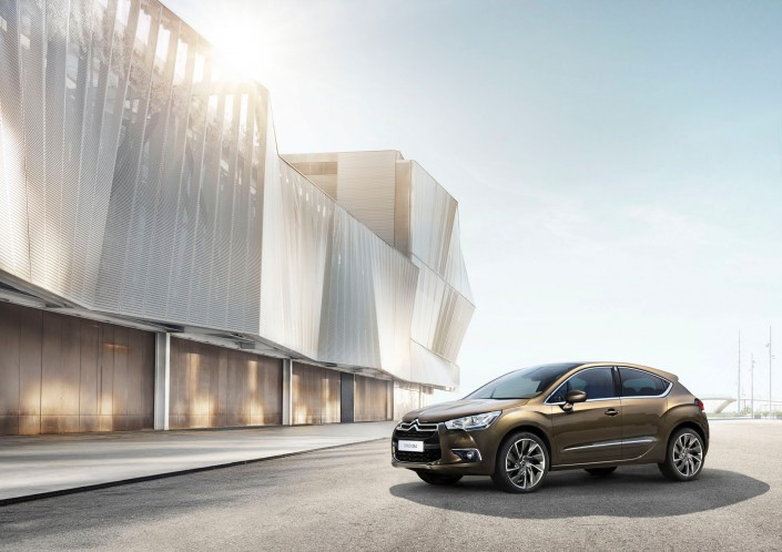 Citroen DS 4 Barcelona is a composing by Schalterhalle post production and Tobias Winkler - Retouching Munich.