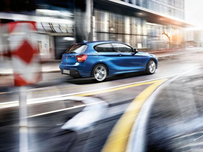 BMW 1er - Kapstadt 03 ist ein Look-Composing der Schalterhalle Postproduktion und Tobias Winkler - Bildbearbeitung München.