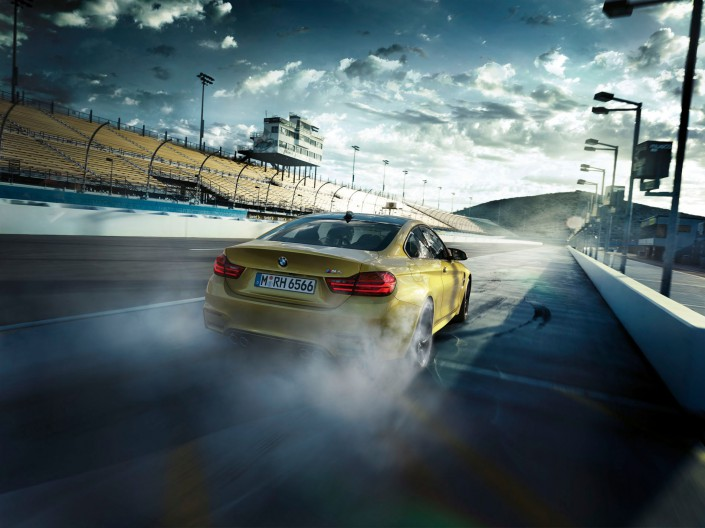 BMW M3 & M4 – Phoenix 1 ist ein Composing der Schalterhalle Postproduktion und Tobias Winkler - Bildbearbeitung München.