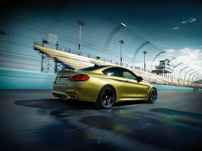 BMW M3 & M4 – Phoenix 4 ist ein Composing der Schalterhalle Postproduktion und Tobias Winkler - Bildbearbeitung München.