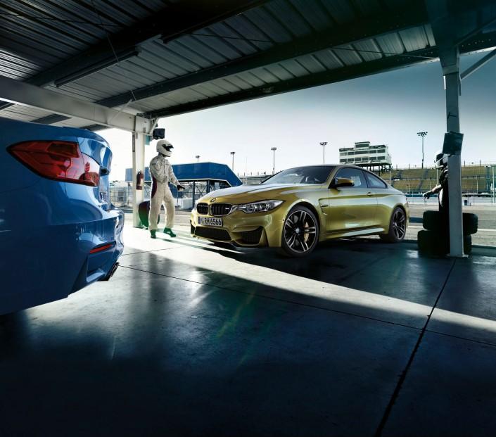 BMW M3 & M4 – Phoenix 2 ist ein Composing der Schalterhalle Postproduktion und Tobias Winkler - Bildbearbeitung München.