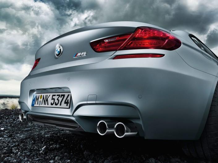 BMW M6 Gran Coupé Mattlack - Hawaii 7 ist ein Composing der Schalterhalle Postproduktion und Tobias Winkler - Bildbearbeitung München.