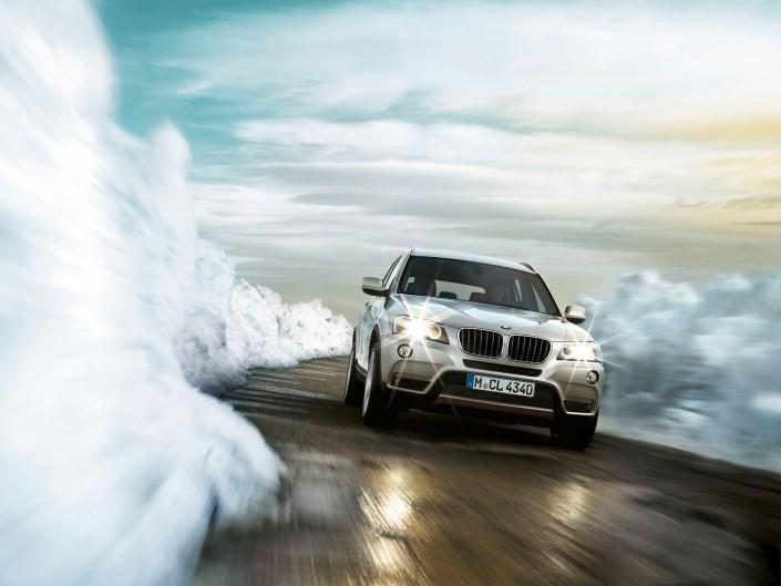 BMW X3 05 Schneewände ist ein Car Look Composing der Schalterhalle Postproduktion und Tobias Winkler - Bildbearbeitung München.