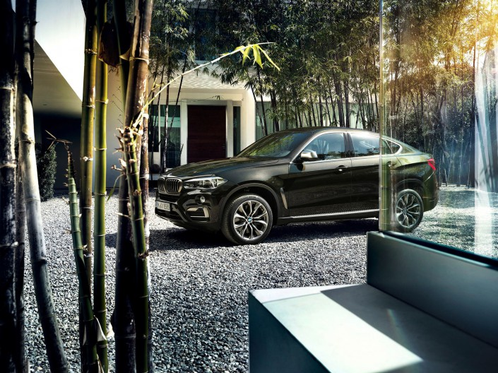 BMW X6 - Miami 01 is a car look composing by Schalterhalle post production and Tobias Winkler - Retouching Munich.