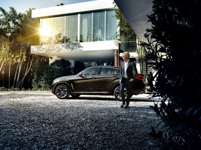 BMW X6 - Miami 03 is a car look composing by Schalterhalle post production and Tobias Winkler - Retouching Munich.