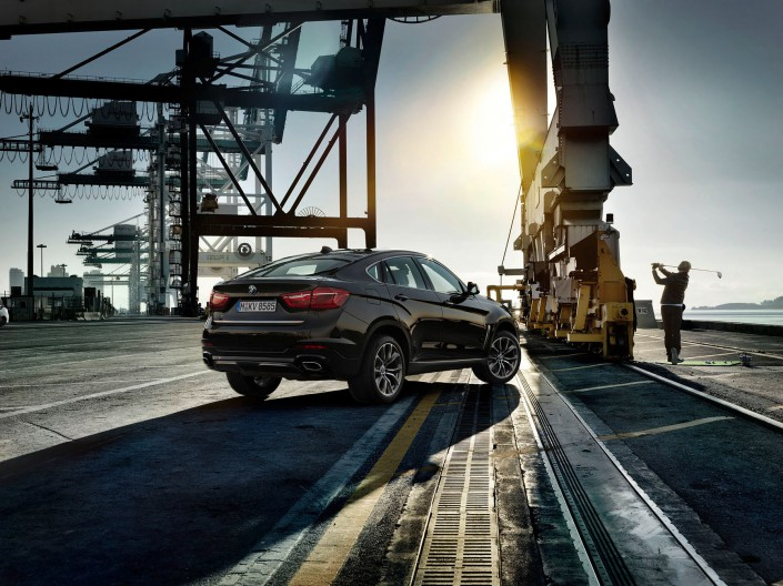 BMW X6 - Miami 05 is a car look composing by Schalterhalle post production and Tobias Winkler - Retouching Munich.