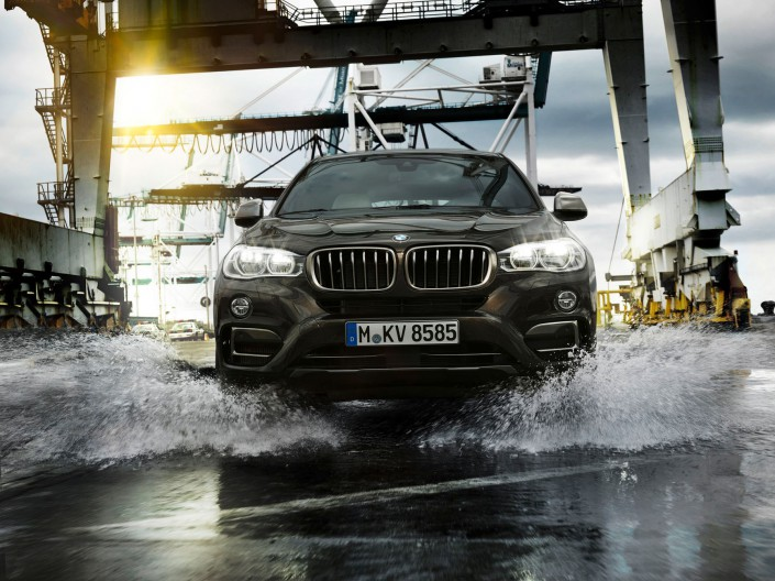 BMW X6 - Miami 08 is a car look composing by Schalterhalle post production and Tobias Winkler - Retouching Munich.