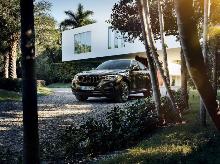 BMW X6 - Miami 09 is a car look composing by Schalterhalle post production and Tobias Winkler - Retouching Munich.