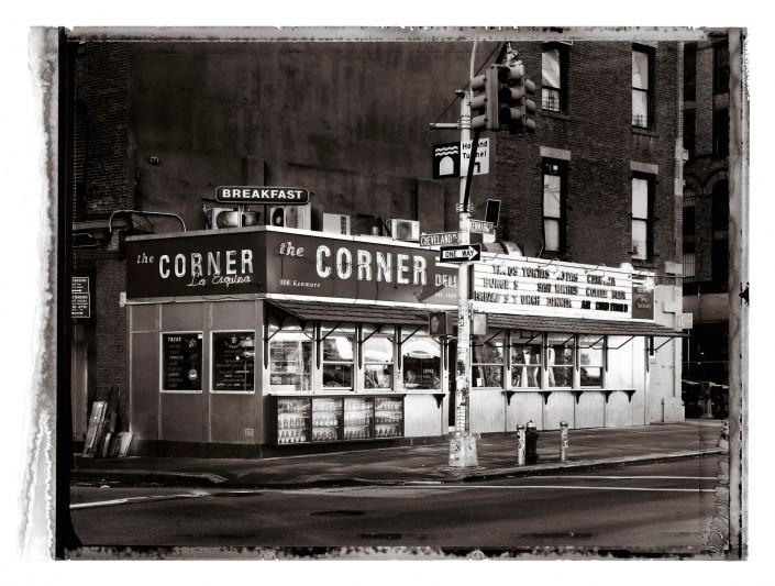 NEW YORK 2009 - Corner Deli ist ein Kunst Retusche Projekt der Schalterhalle Postproduktion und Tobias Winkler - Bildbearbeitung München.