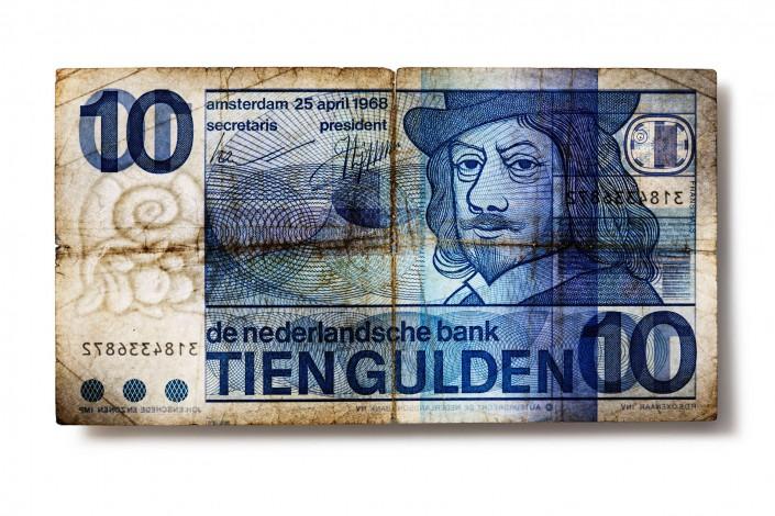 SK_NIEDERLANDE_V03 - Geldschein ist ein Kunst Retusche Projekt der Schalterhalle Postproduktion und Tobias Winkler - Bildbearbeitung München.